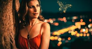 María Burguillos presenta un nuevo single, Parecer y Ser